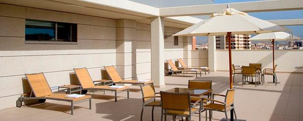 Terraza solarium del hotel