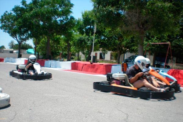 Reñida carrera de karting